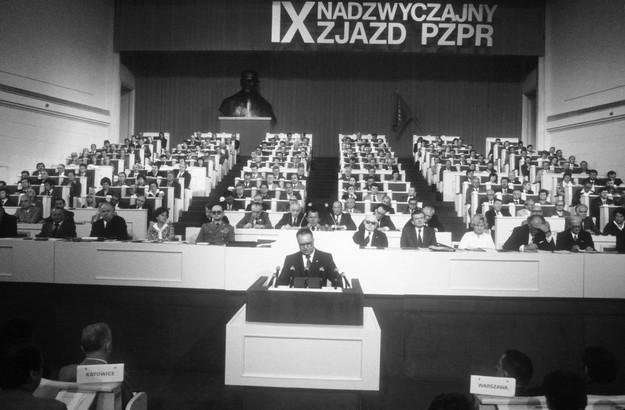 IX Nadzwyczajny Zjazd PZPR, Warszawa, 14.07.1981, n/z przemawia I sekretarz KC PZPR Stanisław Kania /Wojtek Laski /East News