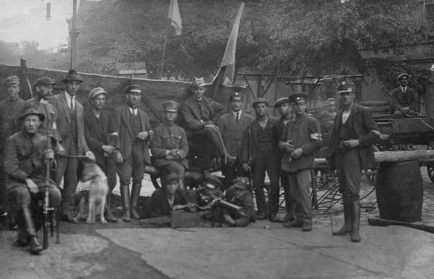 Drugie Powstanie Śląskie, polska barykada, 1920 /reprodukcja FoKa /Agencja FORUM