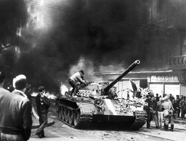 Radziecki czołg na uliach Pragi, 21.08.1968 /AFP/