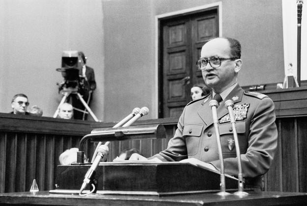 Generał Wojciech Jaruzelski w Sejmie, 31.10.1981 /Andrzej Kossobudzki Orłowski /Fotonova