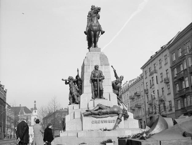 Pomnik Grunwaldzki w Krakowie - zniszczony w 1939 r., zrekonstruowany i odsłonięty 16.10.1976 /Henryk Hermanowicz /Agencja FORUM
