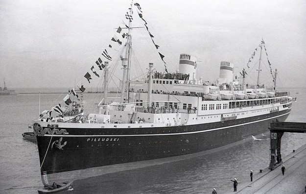 Dworzec morski w Gdyni - transatlantyk MS Józef Piłsudski, 1936 /Archiwum Karlicki /East News