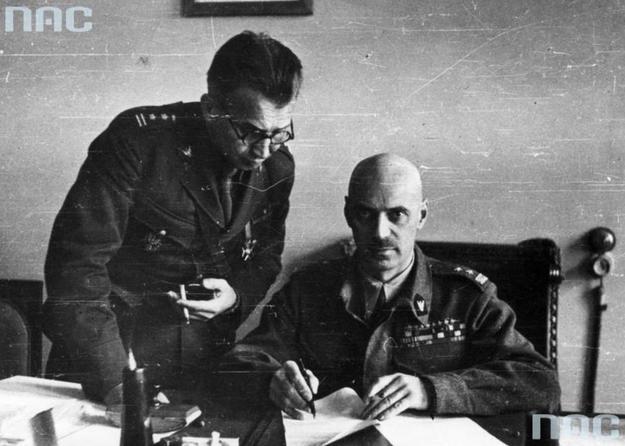Gen. Władysław Anders i płk. dypl. Leopold Okulicki /Z archiwum Narodowego Archiwum Cyfrowego/