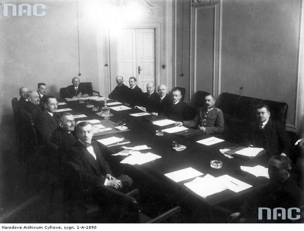 Posiedzenie gabinetu Leopolda Skulskiego /Z archiwum Narodowego Archiwum Cyfrowego/