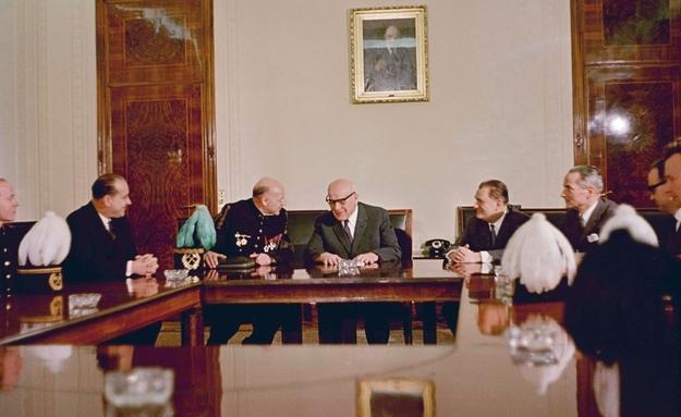 Władysław Gomułka podczas spotkania z górnikami /KAROL SZCZECINSKI /East News