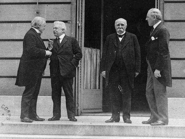 Czwórka polityków, którzy zdominowali konferencję wersalską: brytyjski premier David Lloyd George, premier Włoch Vittorio Orlando, premier Francji Georges Clemenceau i prezydent USA Woodrow Wilson /Lee Jackson/Topical Press Agency /Getty Images