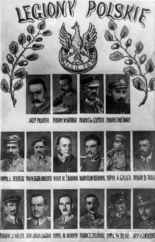 Pocztówka upamiętniająca głównych dowódców polskich z lat 1914-1918. W pierwszym rzędzie Józef Piłsudski i ówczesny pułkownik Stanisław Szeptycki (trzeci od lewej), w drugim rzędzie od lewej pułkownicy Berbecki i Żegota-Januszajtis /Muzeum Niepodległości /East News/