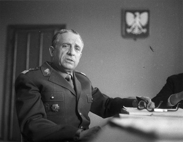 Jednym z odpowiedzialnych za akcję był Marian Spychalski, późniejszy marszałek Polski /Z archiwum Narodowego Archiwum Cyfrowego/