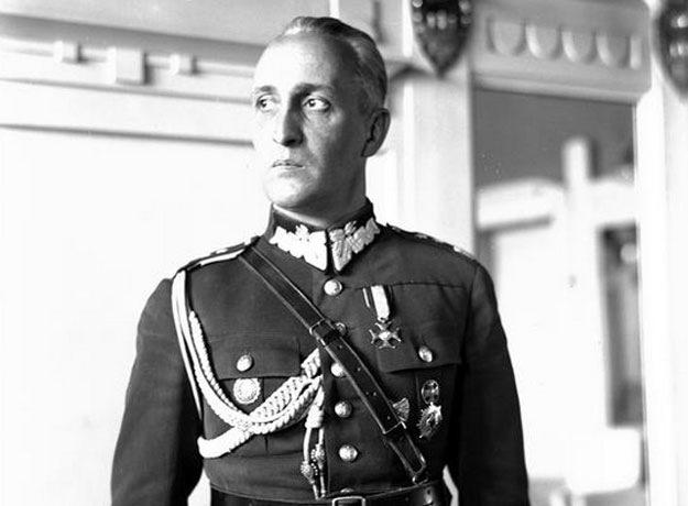 Generał Gustaw Orlicz-Dreszer. Fotografia portretowa /Z archiwum Narodowego Archiwum Cyfrowego/
