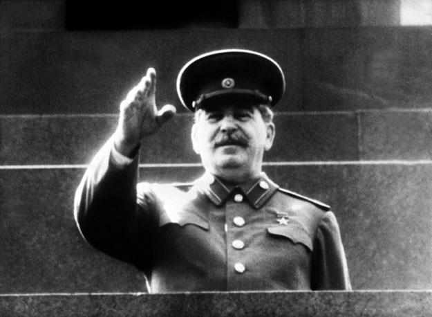 Józef Stalin kazał zachęcić warszawiaków do powstania przeciwko Niemcom. Armia Czerwona miała bezczynnie czekać na wynik starcia /AFP/