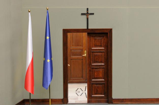 Krzyż na ścianie Sali Posiedzeń Sejmu /Adam Stępień /Reporter/