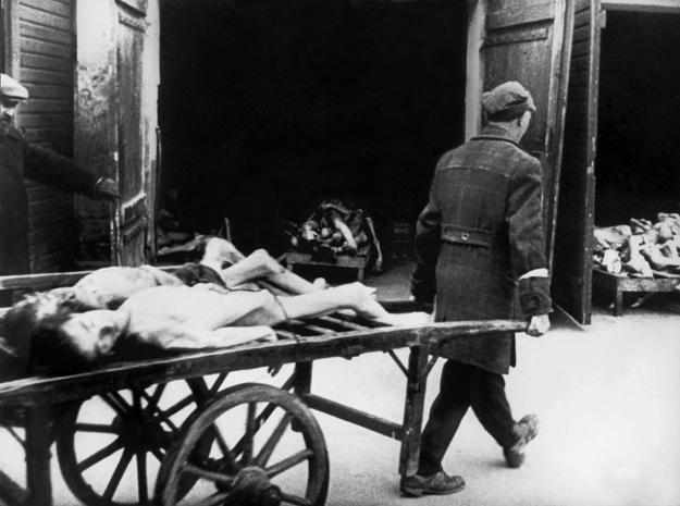 Liczba żydowskich ofiar w założonym przez Niemców getcie to blisko 100 tysięcy osób /AFP/