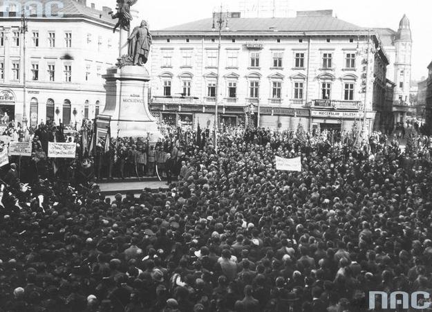 Pomnik Adama Mickiewicza we Lwowie /Z archiwum Narodowego Archiwum Cyfrowego/