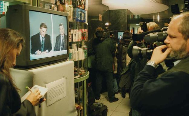 Debata telewizyjna Lecha Wałęsy i Aleksandra Kwaśniewskiego /Janek Skarżyński /AFP/