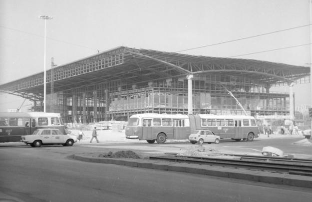 Szkielet konstrukcji Dworca podczas ostatniej fazy budowy, fot. Grażyna Rutowska /Z archiwum Narodowego Archiwum Cyfrowego/