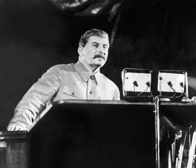 Józef Stalin osobiście korygował konstytucje ludowej Polski /AFP/