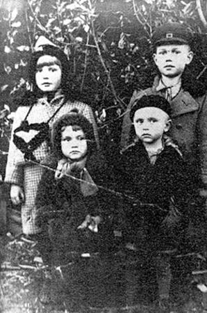 Deportowane dzieci, Kontoszyn, 1940 rok. Zdjęcie pochodzi ze strony http://www.ipn.gov.pl/
