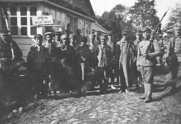 Grupa jeńców sowieckich. Rok 1920 /Z archiwum Narodowego Archiwum Cyfrowego/