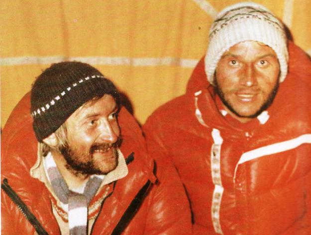 Krzysztof Wielicki i Leszek Cichy celebrują wejście na Mount Everest fot. Bogdan Jankowski /Wikimedia/