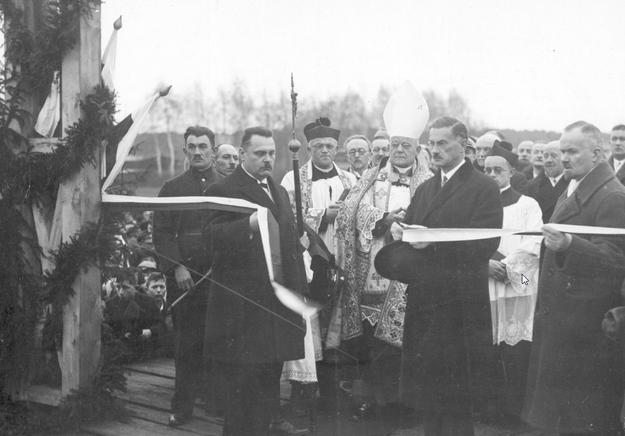 Otwarcie północnego odcinka magistrali kolejowej w 1930 roku /Z archiwum Narodowego Archiwum Cyfrowego/